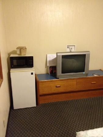 Royal Victorian Motel: TV fridge and microwave in 2nd floor room