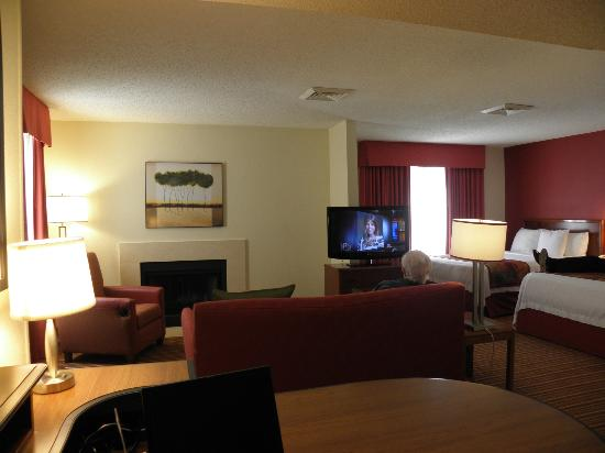 Residence Inn Jacksonville Baymeadows: 2-queen suite living area