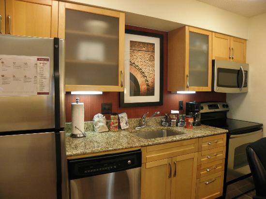 Residence Inn Jacksonville Baymeadows: Full kitchen, all accommodations