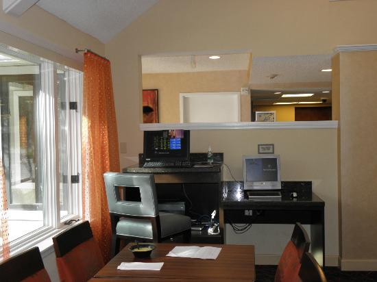 Residence Inn Jacksonville Baymeadows: Everything the business traveler needs....