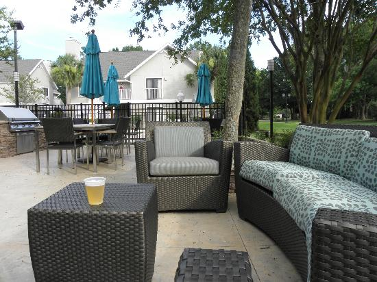 Residence Inn Jacksonville Baymeadows: Patio area during Manager's Reception