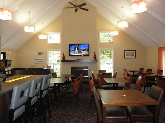 Sonesta ES Suites Jacksonville: Breakfast/Manager's Reception Area