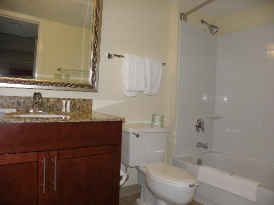 Residence Inn Jacksonville Baymeadows: bathroom, upstairs 2-bedroom, master suite