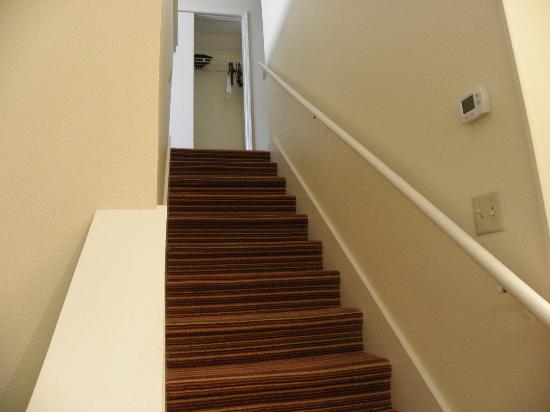 Sonesta ES Suites Jacksonville: Stairs to 2nd floor bedroom in 2-bedroom 2nd floor accommodation