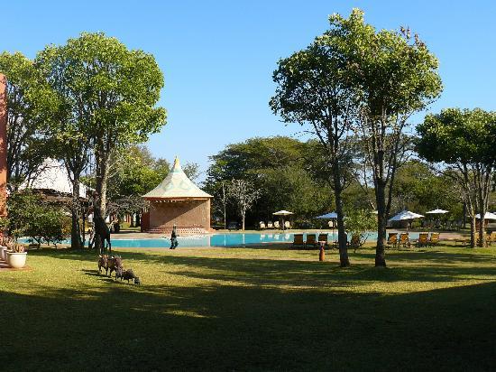 زامبيزي سن: Beautiful setting 