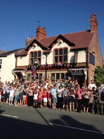 The Red Lion Inn Handbridge: Just a normal afternoon at the Red Lion!!!