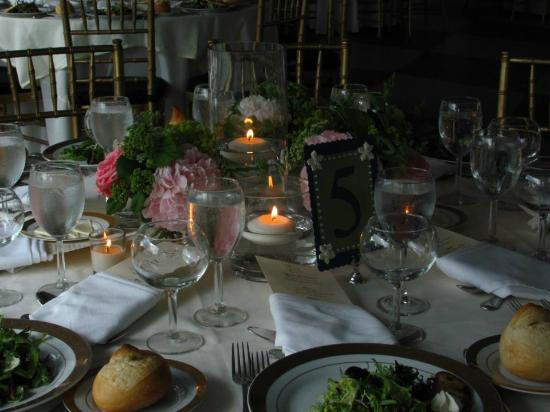 Belvedere Mansion: The settings for dining -- chose to use Belvedere's linens and were happy with our decision!