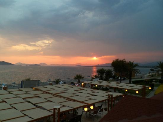 Hotel Letoon: Stunning Sunset view from Roof Top bar