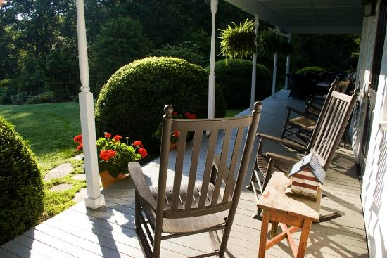 Half-Mile Farm by Old Edwards Hospitality: It was pleasant to sit out in the morning or afternoon on the porch overlook the gardens.