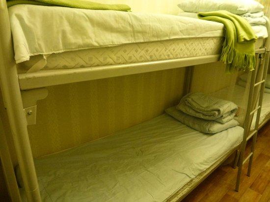 Activ Hostel : Кровати
