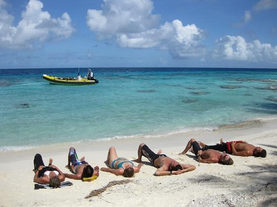 Fakarava, French Polynesia: La plage pour les intervalle surface