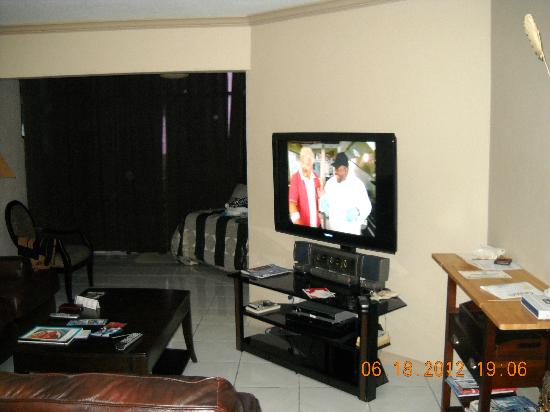 Cayman Reef Resort: flat screen tv
