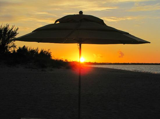 Treasure Cay Beach, Marina & Golf Resort: Sunset at Treasure Cay Beach. Not to be missed!