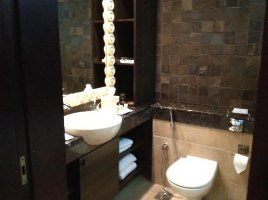 Dubai Park Hotel: bathroom