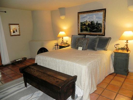 Cibolo Creek Ranch: Room facing the lake