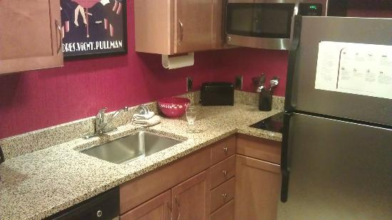 Residence Inn Columbus Downtown: Kitchen