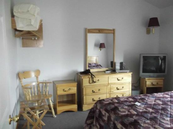 Ocean View Motel & Chalets: Bedroom area