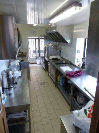 Le Clos du Buis: Guest kitchen and washer/dryer