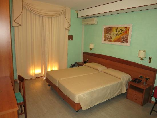 Hotel al Cigno: Camera confortevole e pulita
