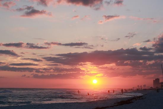 Sleep Inn & Suites of Panama CIty Beach: Exactly 1 mile away. GO, don't hesitate!