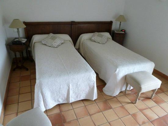 Le Clos du Buis: Twin room, partial view