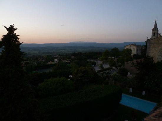 Le Clos du Buis : Dusk view from room,