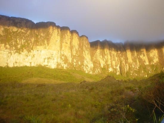 Parque Nacional do Monte Roraima: Chegando perto....