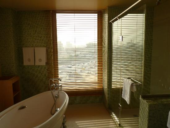 Lagos Oriental Hotel: Suite bathroom