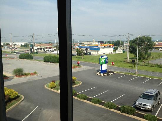 Holiday Inn Express Hotel & Suites Chambersburg: view from room to shops