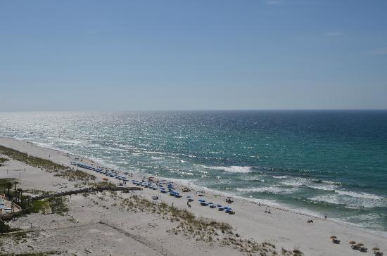 بيتش كلوب ريزورت ريزيدانس آند سبا: View of Beach from 11th floor balcony (looking left) 