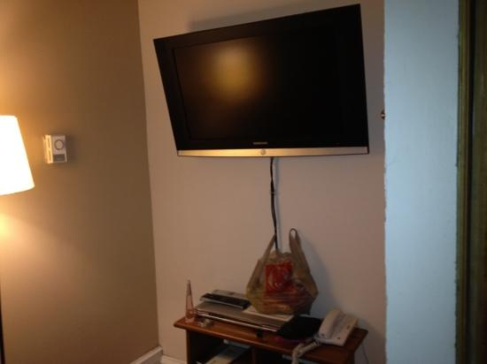University Bed & Breakfast: tv in the traveller room