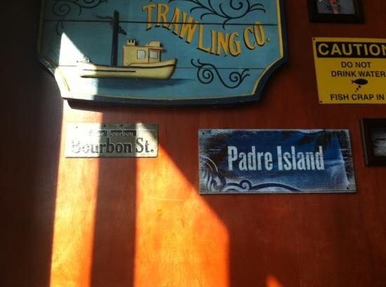 Daddy's Seafood & Cajun Kitchen: Cute decor in the new location