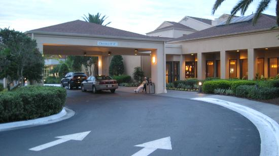Courtyard Orlando Airport: vista davanti