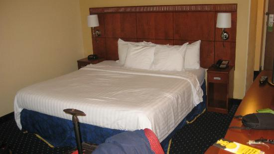 Courtyard by Marriott Orlando Airport: king siza bed