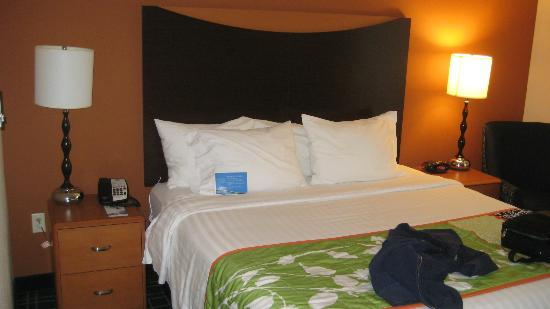 Fairfield Inn & Suites Fort Pierce: King size bed