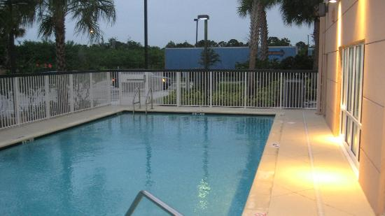 Fairfield Inn & Suites by Marriott Fort Pierce: piscina