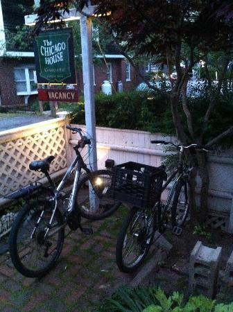The Chicago House: Where I kept my bike