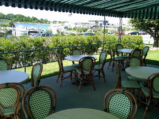 Sag Harbor Inn: Outdoor Breakfast Patio