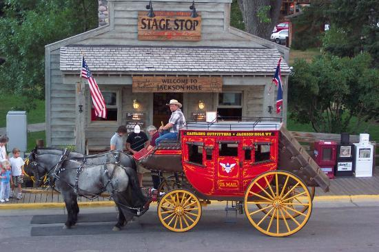Hampton Inn Jackson Hole: Stage Coach in the town square