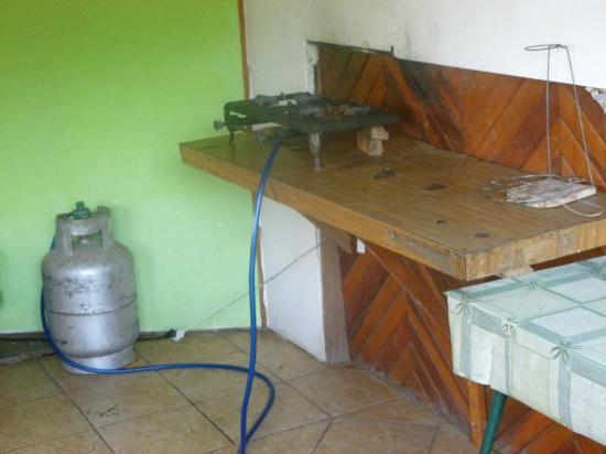 Sunrise Backpackers Hostel : Free kitchen... Bring your own cookware!