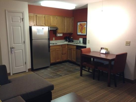 Residence Inn Atlanta Kennesaw/Town Center: Nice kitchen area