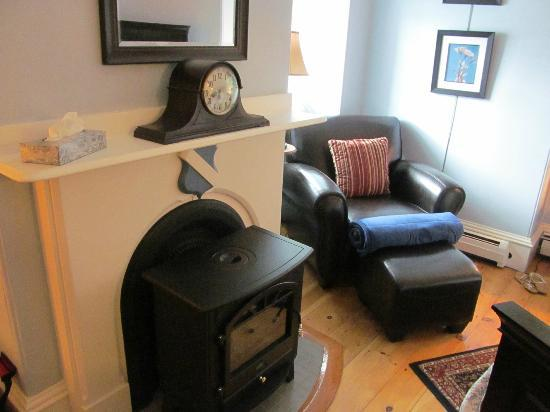Inn On Carleton: fireplace for those cold nights, or romantic feel