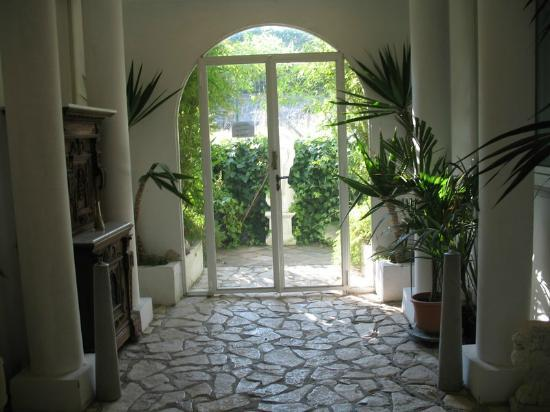 Hotel Bussola: Patio Entry
