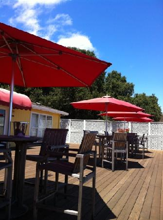 Smith & Hook Winery: outdoor patio