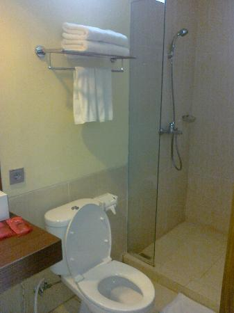 Spazzio Hotel: The bathroom