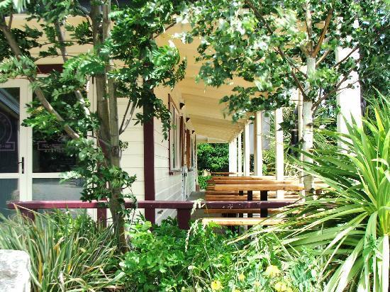 Saints Cafe, Restaurant & Bar: Outside Tables