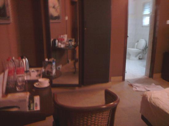 Hanu Reddy Residences,Wallace Garden : room