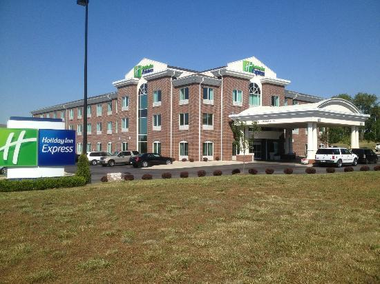 Holiday Inn Express Hotel & Suites Lexington Northeast: The front of the hotel