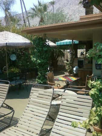Old Ranch Inn: courtyard