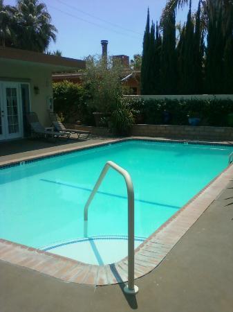 أولد رانتش إن: pool 